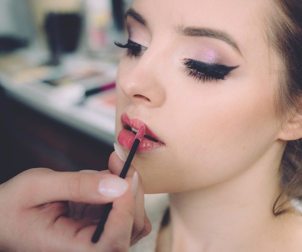 IMPORTANCE OF MAKEUP IN THEATRE : AN INDISPENSABLE TOOL OF DRAMA, INDEED!